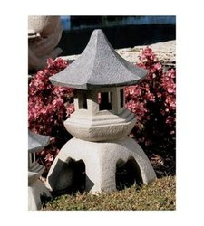 Design Toscano Pagoda Lantern Outdoor Statues Size: Small