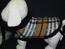 """Dog Sweater Measure From Base of Neck to Base of Tail 4"""" - Size: 4"""