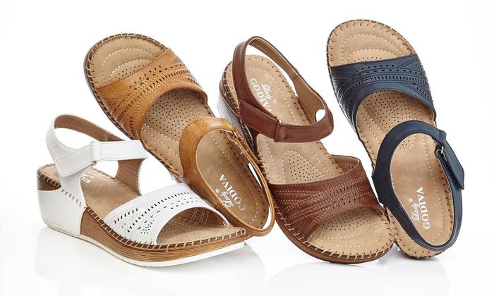8922d08cc04 Lady Godiva Women s 2402-76 Comfort Wedge Sandals - Black - Size  6.5 ...