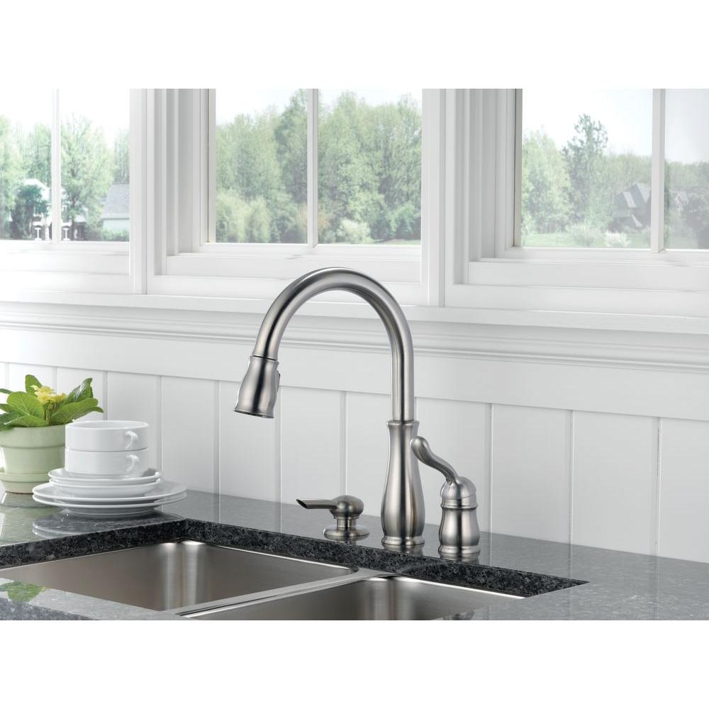 Delta Leland Single-Handle Pull-Down Sprayer Kitchen Faucet ...
