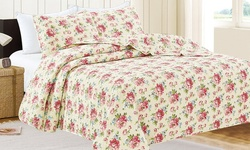 3-pc Oversized Ultra-Soft Printed Quilt Set - Red Roses - Size: Queen