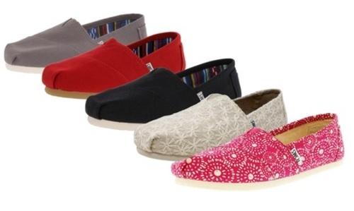 a8d64633373d Toms Women's Classic Canvas Slip On Shoes - Black - Size: 10 - BLINQ